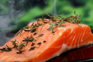 Anti-Aging Nahrung, Lachs mit gesunden Omega Fettsäuren, Eiweiß