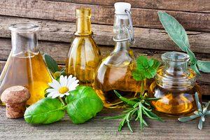 Verschiedene Pflanzenöle, pflanzliche Fette