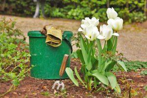 Gartenarbeit, natürliche Gartenpflege