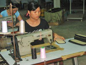 Frauen an der Nähmaschine